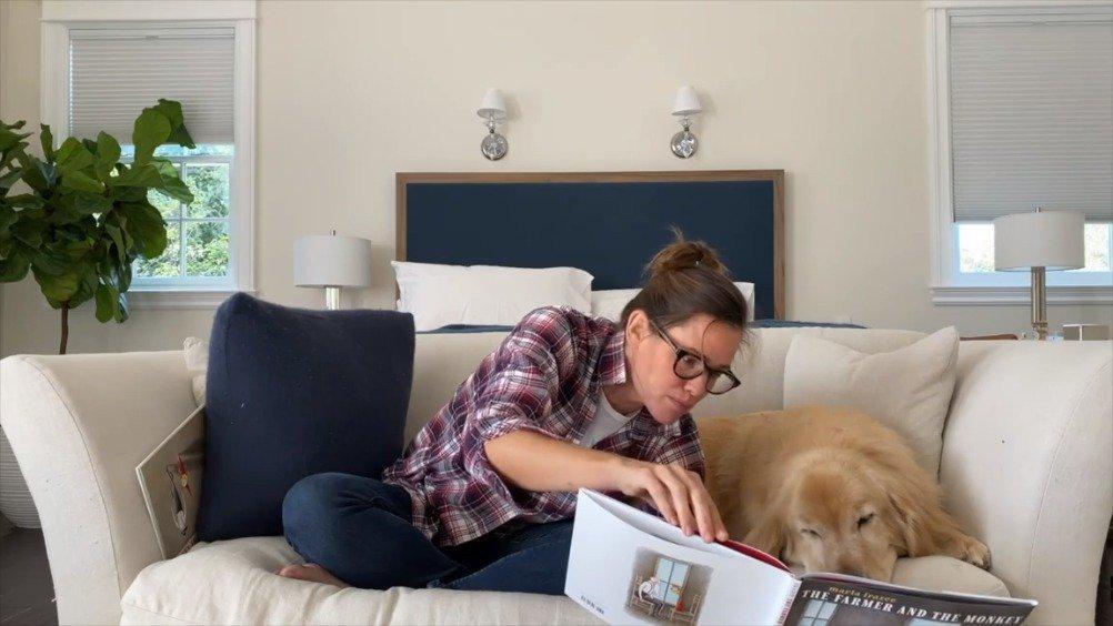 詹妮弗加纳为爱犬Birdie读书系列更新……