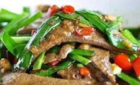 家常菜:尖椒猪肝、鱼香鸡丁、青椒木耳炒腐竹、红油馄饨