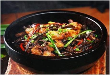 美食精选:干锅茶树菇、茶树菇焖鸡、芝麻鸡丁、蒜香椒盐河虾