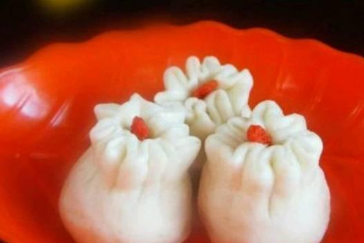 美食精选:蟹黄烩鱼丝、红豆馅石榴包、韭菜苔炒肉丝、切糕