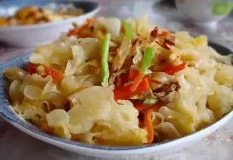 美食精选:山药炖鸭、干锅开背虾、银耳炒肉、洋葱爆腰花