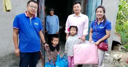 郯城县关工委孤贫儿童服务团:59个孩子,59份爱