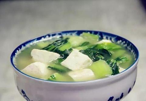 美食精选:蒜苔炒虾仁、杏仁酥糖、白玉汤、啤酒草鱼