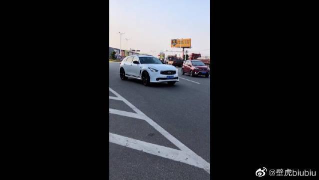 视频:日系豪车SUV的代表,英菲尼迪FX35,尊贵的象征