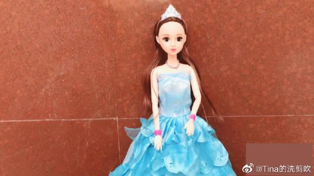 帮芭比娃娃换造型,最后芭比打扮的太漂亮了,宝贝好开心