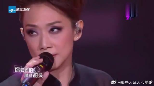 林忆莲帅气演唱《血腥爱情故事》……