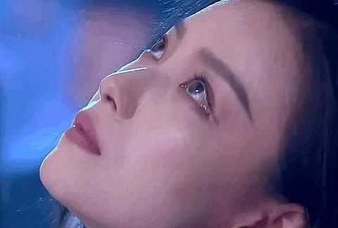倪妮仙女落泪上热搜,意识到眼泪掉下来,抬头歪向眼尾,妆没花