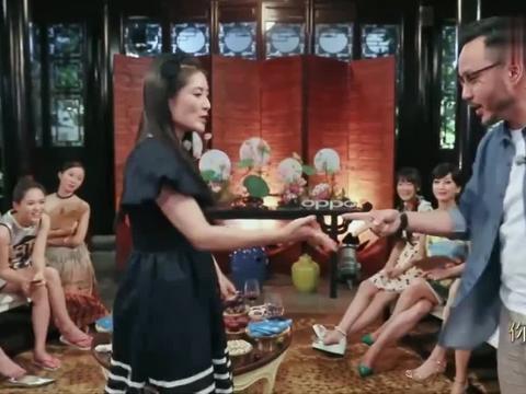 谢娜玩游戏太牛,大哥汪涵开局被秒杀,奚梦瑶惊讶到嘴变形