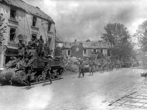 德军丢失的首个本土城市,美军重兵围攻浴血厮杀,血腥的亚琛战役