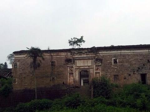 重庆云阳县东北部一个镇,场镇地形较为平坦,因马桑而得名