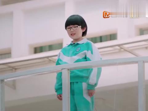 《少年说》:妈妈经常对爸爸撒娇,惨遭二年级女儿吐槽:真幼稚!