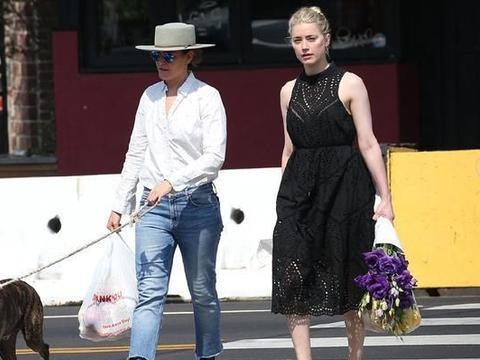 """艾梅柏·希尔德穿黑色镂空裙像""""贵妇"""",女友白衬衣搭配牛仔真酷"""