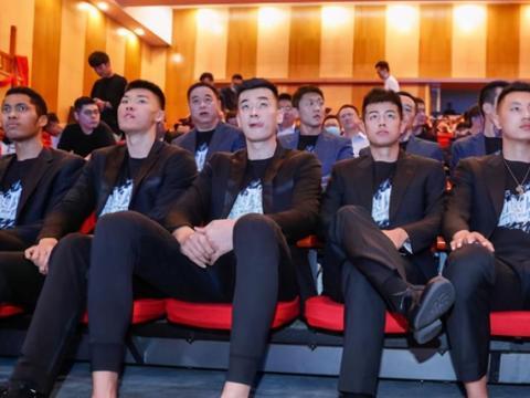 北京首钢举行出征仪式!孙悦野球场逞能,东莞篮球联赛谁能夺冠?