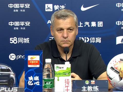 国安球员追问裁判要说法!主教练回应:没看清送点过程,尊重裁判