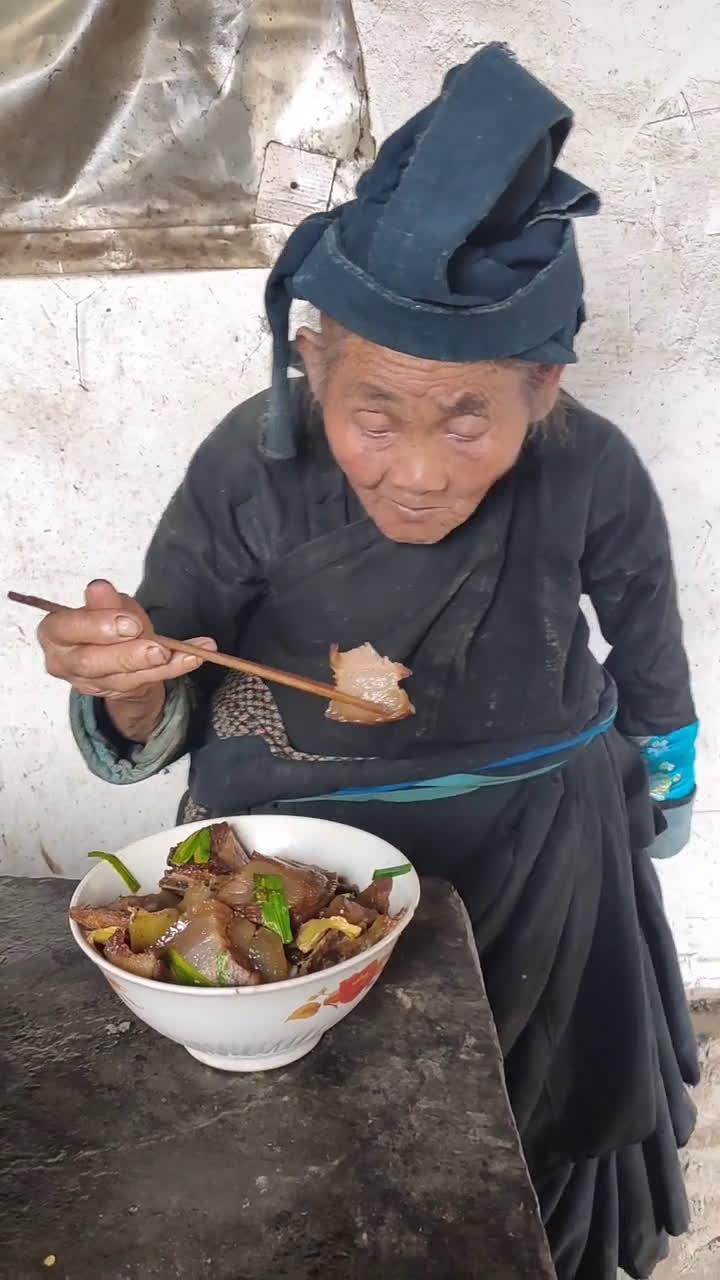 炒腊肉吃,云南奶奶