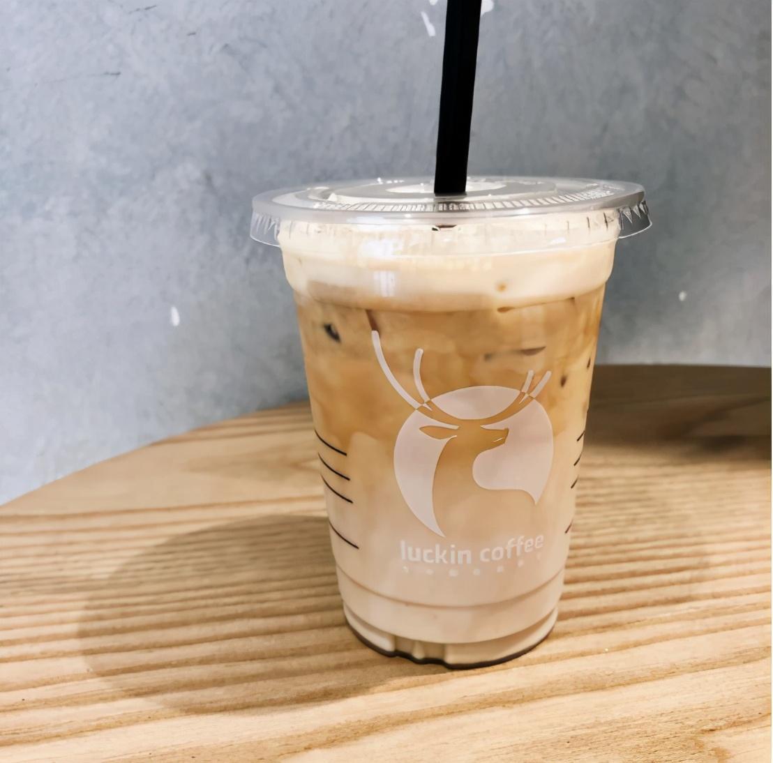 咖啡加厚乳,逛吃更有劲!长假旅游怎么能少瑞幸厚乳拿铁