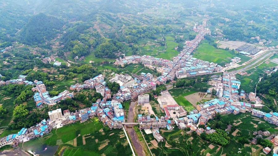 重庆市云阳县东北部的一个城镇 该镇地势相对平坦 以桑麻命名