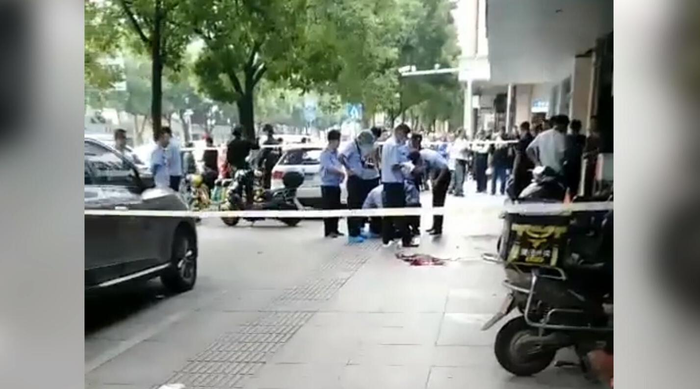 椒江 一男子因吃早餐与邻桌发生争执 持刀刺向3人:致1死2伤