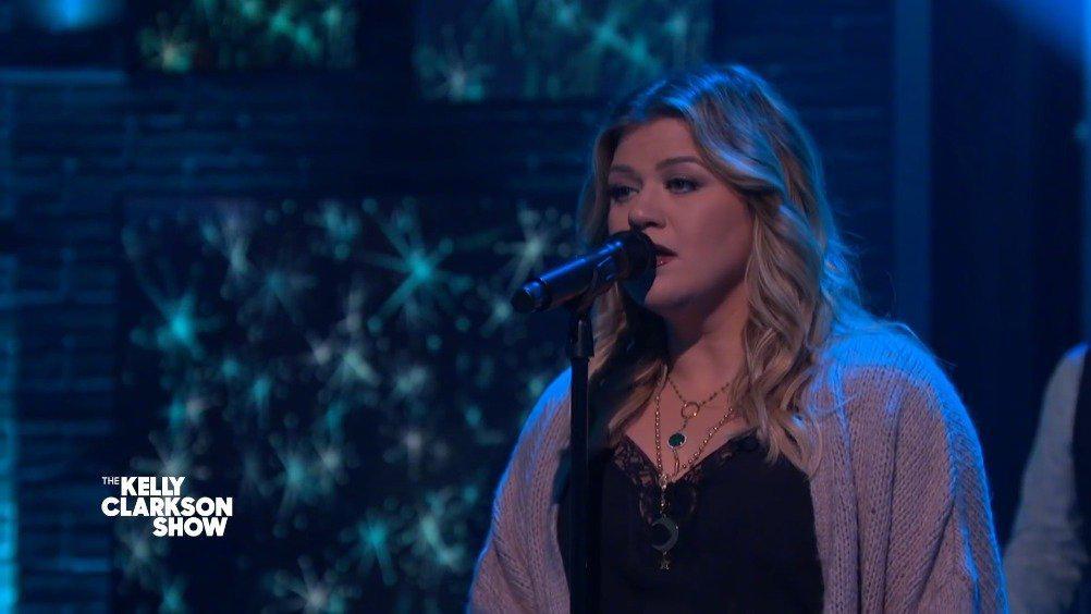 好听!肥K Kelly Clarkson深情翻唱黄老板Ed Sheeran冠军单曲《Perfect》