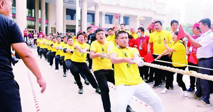 濮阳市政府举办首届'建行杯'拔河比赛
