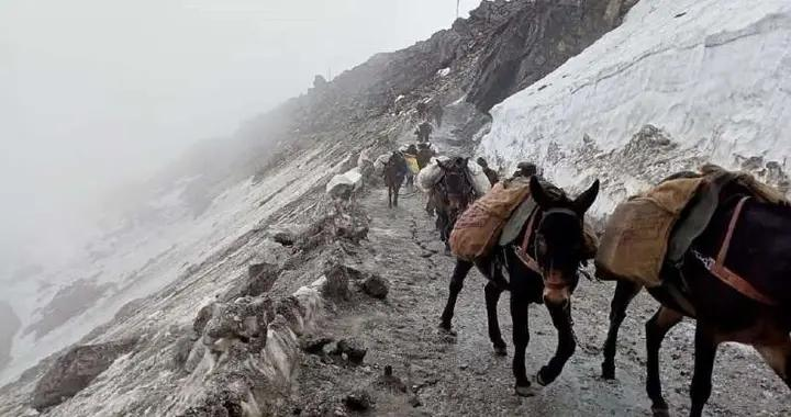 深夜零下15度,印军士兵被冻死在哨位:数万人困守山顶藏进壕沟