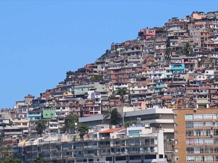 全球抗疫进行时 | 记者连线:巴西圣保罗州疫情缓解 一家方舱医院关闭