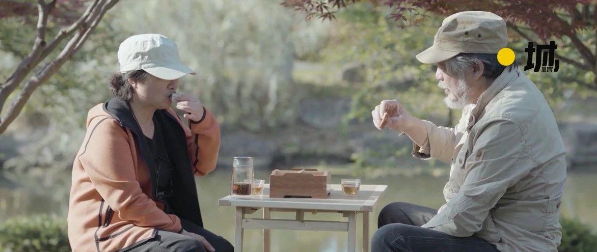 """宠妻47年的""""中国宫崎骏""""又火了!一辈子为她亲手做礼物,365天不重样,网友都羡慕疯了:平凡夫妻最深情"""