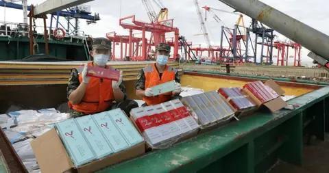 中国海警连续查获2起海上特大涉嫌走私香烟案 总案值过亿元