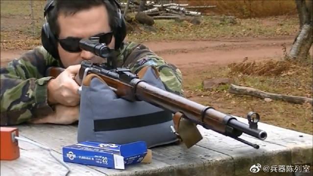 """配备瞄准镜的莫辛纳甘步枪,绰号""""水连珠""""弹仓压弹……"""