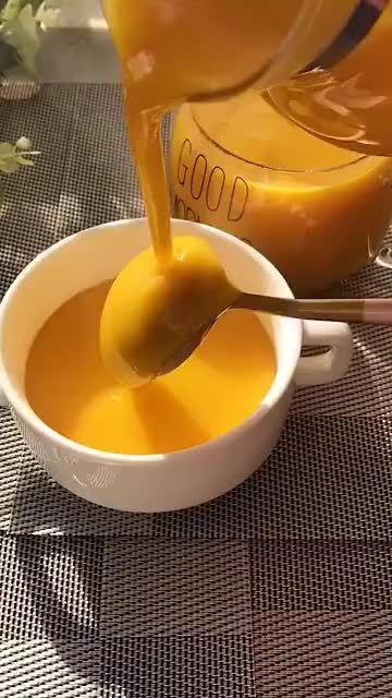 又香有浓的南瓜浓汤来了,不出门的日子,做给孩子喝,增加营养
