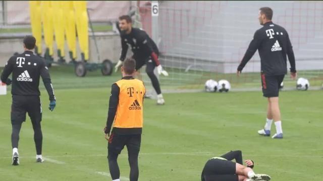 屈桑斯在拜仁遭受职场霸凌,愤而转投英超,球员将去利兹联体检