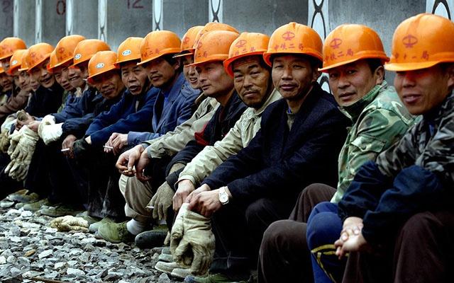 """农民工,一天能挣400,为何一年下来,还""""一分不剩""""?这是为啥"""