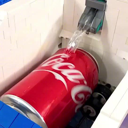 还有什么是LEGO做不到的?动手做一个快速得到冰可乐的小装置吧!