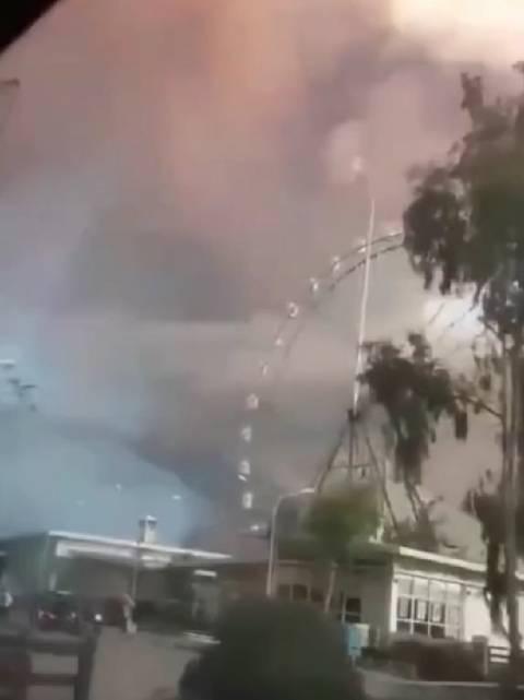 震撼!火山喷发,雷电在火山灰中穿梭宛如特效!