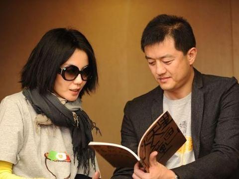 王菲为何与李亚鹏离婚?她节目一个口误,暴露原因