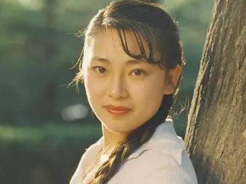 为李连杰生两女后被抛弃,59岁近照惊艳网友,再婚生活十分幸福