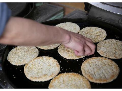 故事:中秋节,忘不了母亲的土月饼 白面 芝麻 枣泥 饺子皮 月饼