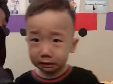 奕博是又想在哥哥面前装大哥,又想在爸爸妈妈身边撒个娇卖个萌呀