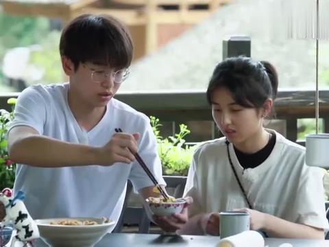 """陈赫厨艺首秀,一份""""蛋炒饭"""",满足彭昱畅的味蕾!"""