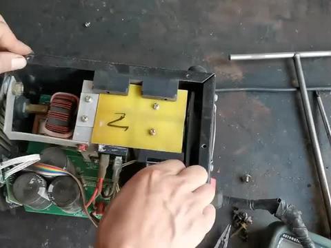 迷你电焊机辅助电源不工作的维修!故障易查配件难寻