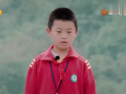 少年说:四年级小学生励志开挖机,背后原因太感人,老爸满脸骄傲
