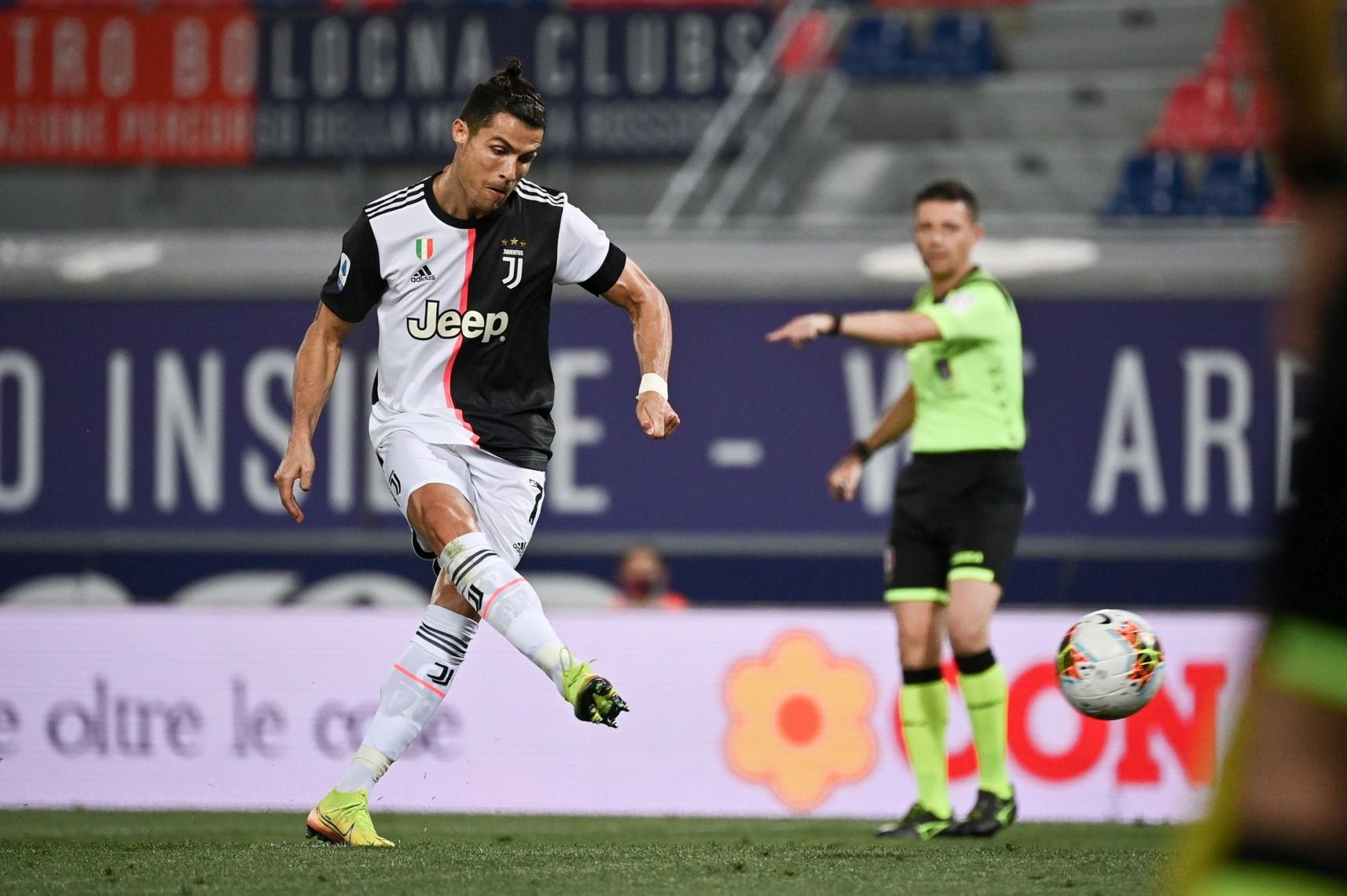 C罗在意大利杯半决赛对米兰时错失点球