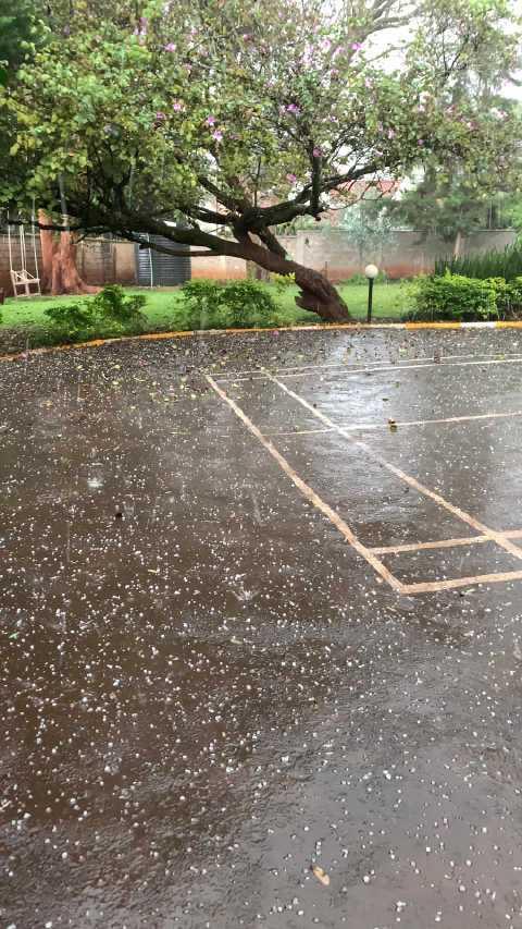 肯尼亚内罗毕下冰雹了