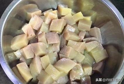 秋分进补,做一道经典川菜魔芋烧鸭,魔芋细腻鸭肉肥酥辣而有香