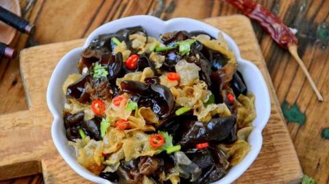 美食:蒜蓉大虾蒸方便面,凉拌双耳,芥兰炒鹅肾