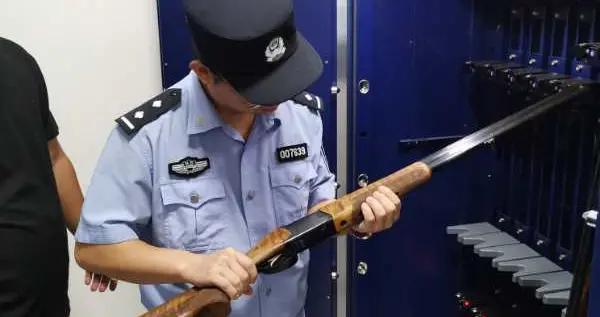 """蒲城县公安局持续开展""""双节""""前枪弹安全大检查"""