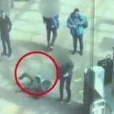 女子在出站口逆行,被乘客行李箱绊倒去世,家属索赔62万!这个热议案件判了……