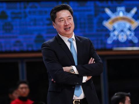 宝刀不老!广厦男篮备战新赛季,李春江技痒难耐尝试投篮抢尽风头