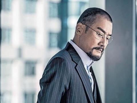 影帝梁家辉在香港的家:客厅放着健身器材,难怪62岁身材还那么好