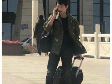 《你是我的荣耀》最新路透曝光 杨洋工程师范风尘仆仆拖行李